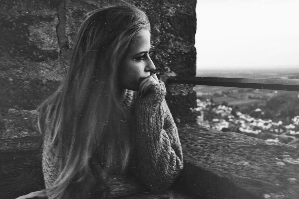 Seid langem mal wieder mit der kamera aus dem haus gegangen 👽 #photography #interesting #people #blackandwhite #forest #castle #coffeeee #love #winter #cold